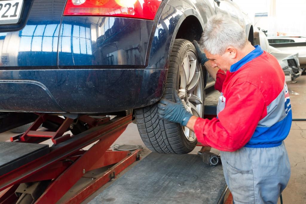 auto-repair-984946_1920_Pixabay
